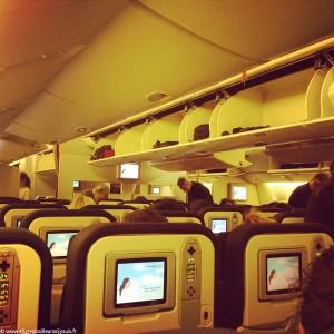 Vol long-courrier : intérieur de l'avion et écrans personnels