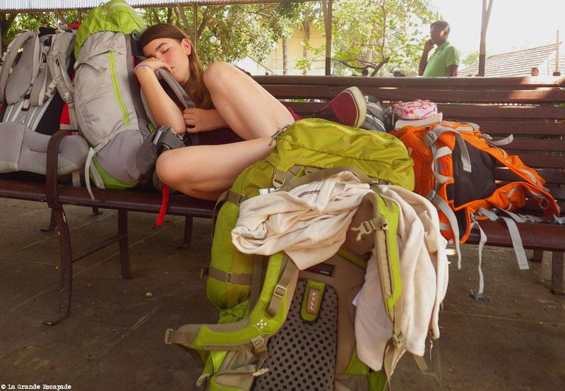 Justine, épuisée du voyage