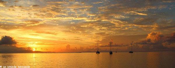 Coucher de soleil à Huahine (Polynésie française)