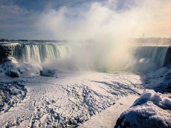 Les Chutes du Niagara sous la neige (Canada)