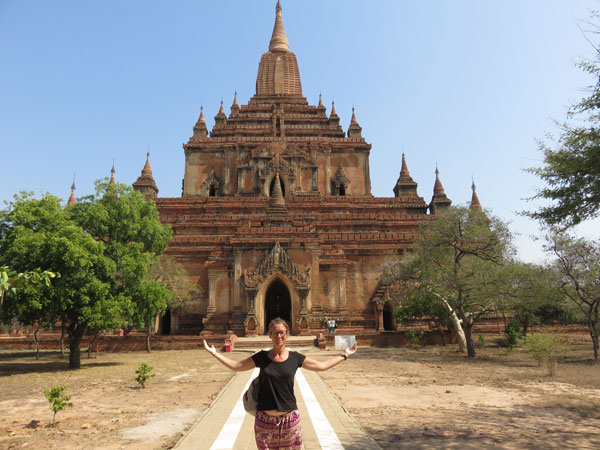 Anaïs à Bagan, Birmanie