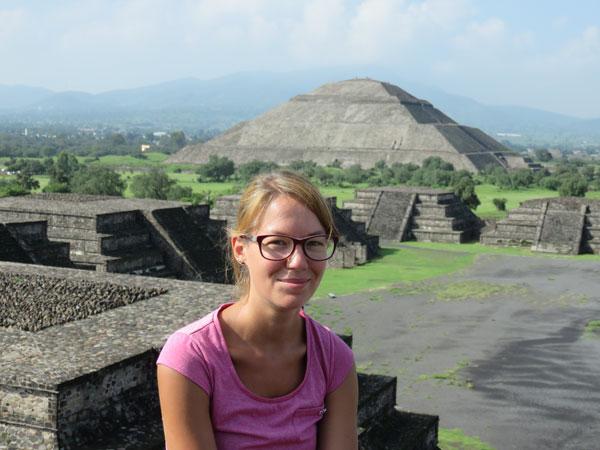 Anaïs à Teotihuacan, Mexique