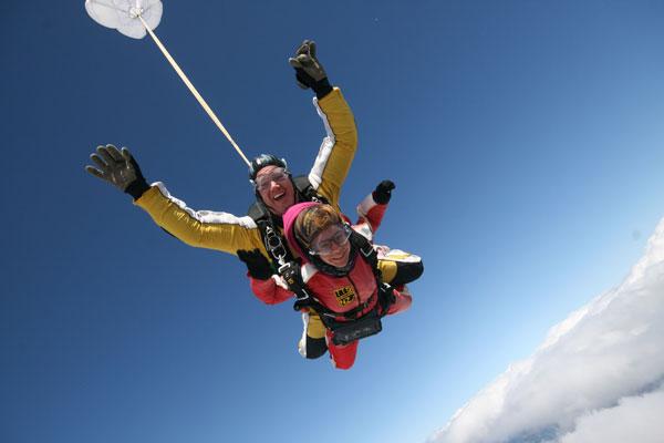 Anaïs saute en parachute à Taupo, Nouvelle-Zélande
