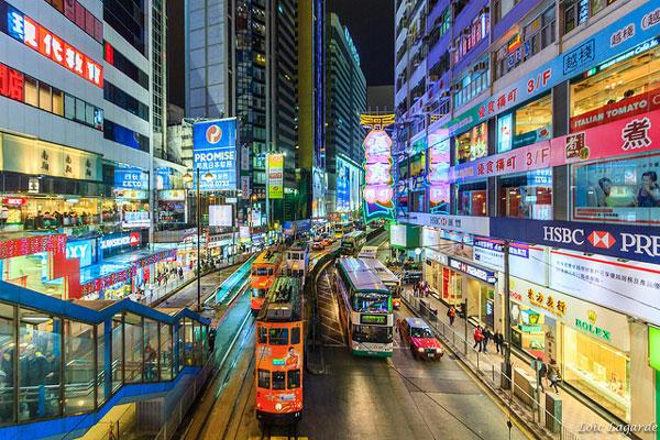 Trafic et tramway sur Hong Kong Island