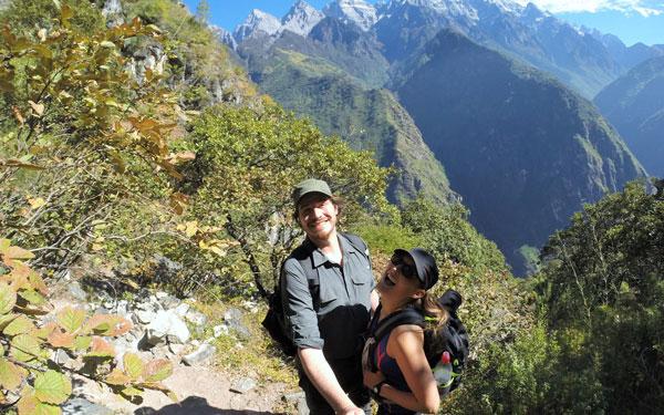 Marjorie & Bastien du blog chronomundi.fr en haut des Gorges du Saut du Tigre, Chine