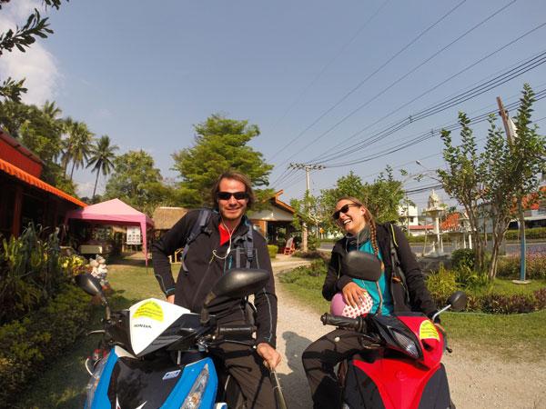Marjorie & Bastien du blog chronomundi.fr en route vers Chiang Mai à scooter, Thaïlande