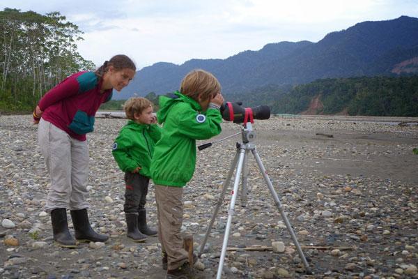 Interview voyageurs : faire un tour du monde avec des enfants en bas âge - Cécile, Corentin et Arthur en Amazonie
