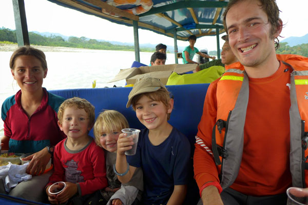 Interview voyageurs : faire un tour du monde avec des enfants en bas âge - Toute la famille en Amazonie