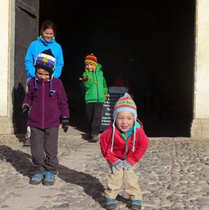 Interview voyageurs : faire un tour du monde avec des enfants en bas âge - Cécile et les enfants à Arequipa, Pérou