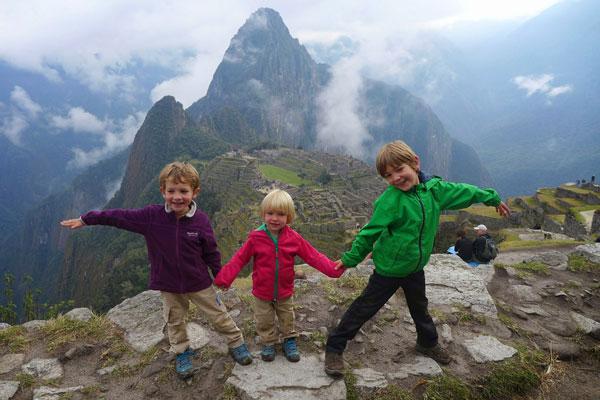 Interview voyageurs : faire un tour du monde avec des enfants en bas âge - Les enfants au Machu Picchu, Pérou