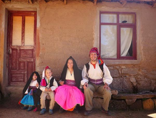 Interview voyageurs : faire un tour du monde avec des enfants en bas âge - Jean-Luc, Cécile, Arthur et Camille au Lac Titicaca, Pérou/Bolivie