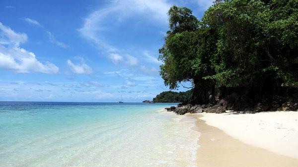 Quelle île choisir en Thaïlande : plage désertique de Koh Ngai