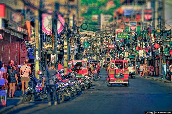 Quelle île choisir en Thaïlande : le Strip de Patong, à Phuket