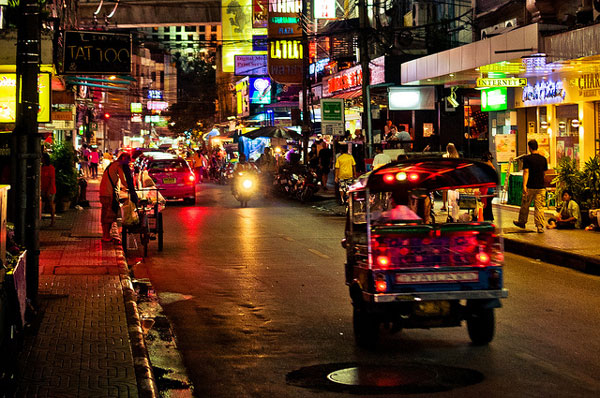 Le quartier Sukhumvit de nuit, Bangkok