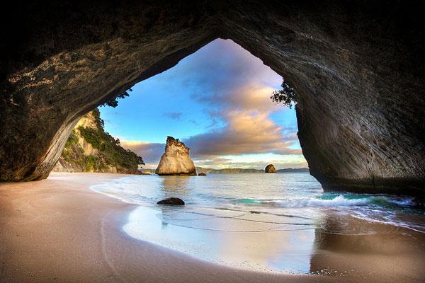 Cathedral Cove, dans la péninsule de Coromandel (Nouvelle-Zélande)