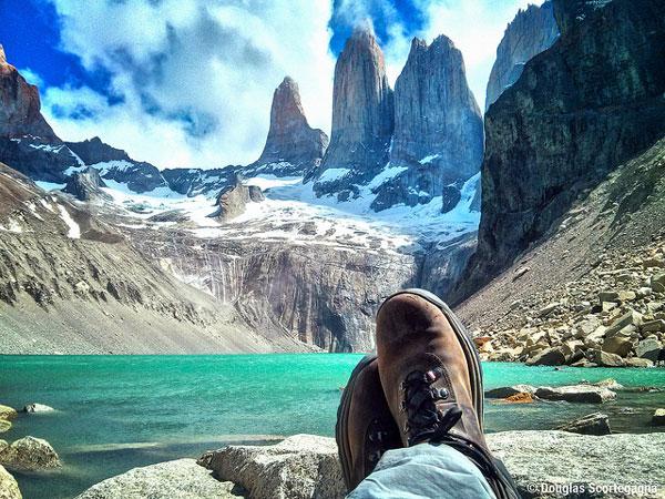 Face aux tours du Parc national Torres del Paine, Chili
