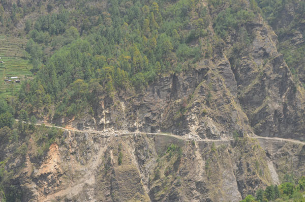 Eboulements sur le chemin de trek entre Dhunche et Syabrubensi, lors du séisme au Népal de 2015