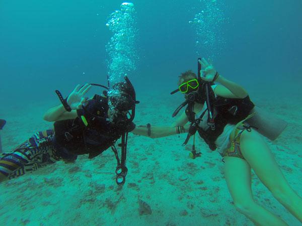 Johanna et Romain durant leur semaine de plongée à Koh Tao, en Thaïlande