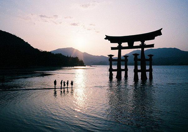 Torii Gate, Hiroshima, Japon