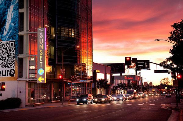 Le Sunset Strip à l'heure du coucher du soleil, Los Angeles
