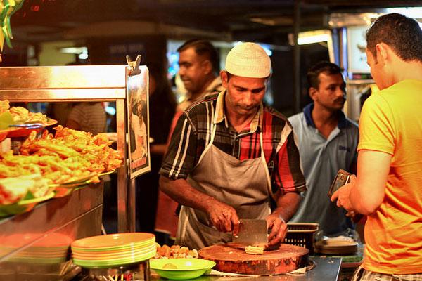 Cuisinier sur l'île de Penang, Malaisie