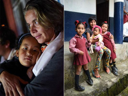 Karine et une petite fille de Duka, en Inde (à gauche) et Nayla et les écolières indiennes (à droite)