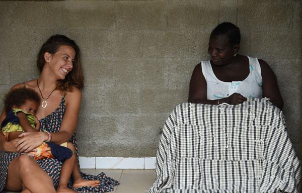 Oriane et la petite Clémence, en compagnie de Marie-Antoinette, à Enampore, au Sénégal