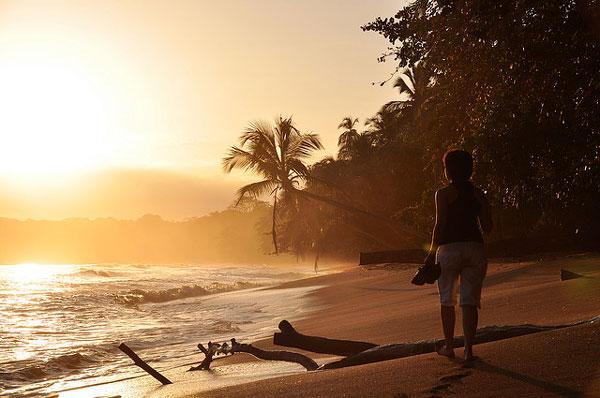 Lever de soleil sur la plage de Cahuita, Costa Rica