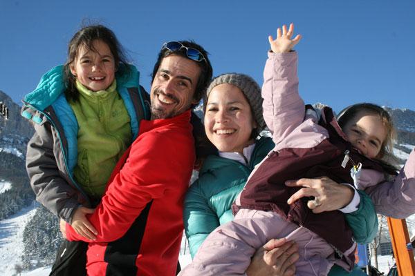 Teva et Rachel préparent leur tour du monde avec leurs filles Maëlys et Yaël