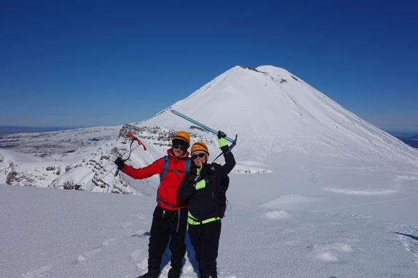 Audrey & Mathieu lors du trek du Tongariro Alpine Crossing, en Nouvelle-Zélande