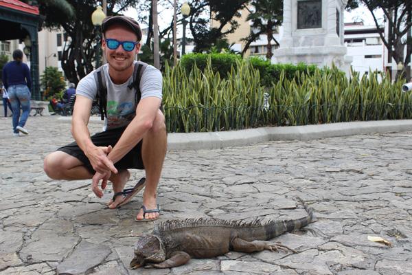 Florian durant son étape en Équateur, pendant son tour du monde