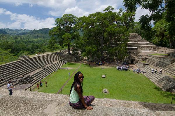 Stéphanie durant l'un de ses voyages, ici au Honduras