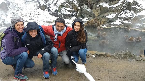 Avec les singes des neiges, au Japon