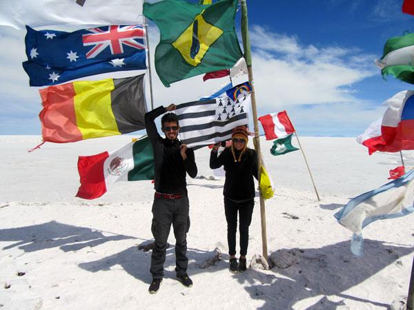 Amandine et Maxime sur le Salar de Uyuni, en Bolivie