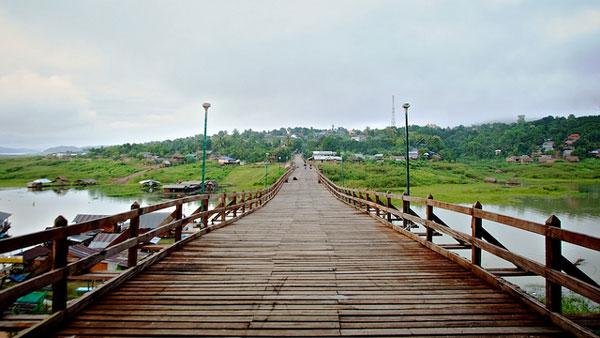 Le pont en bois de Sanghkla Buri
