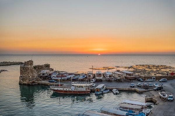 Coucher du soleil sur le port de Byblos, Liban