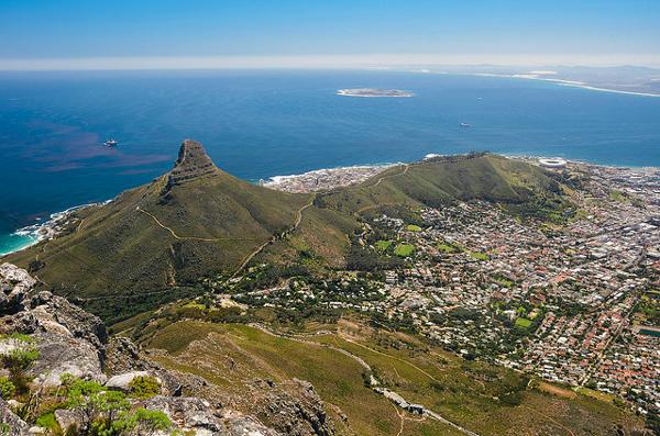 Cape Town : Vue sur la ville et sur le sommet du Lion's Head