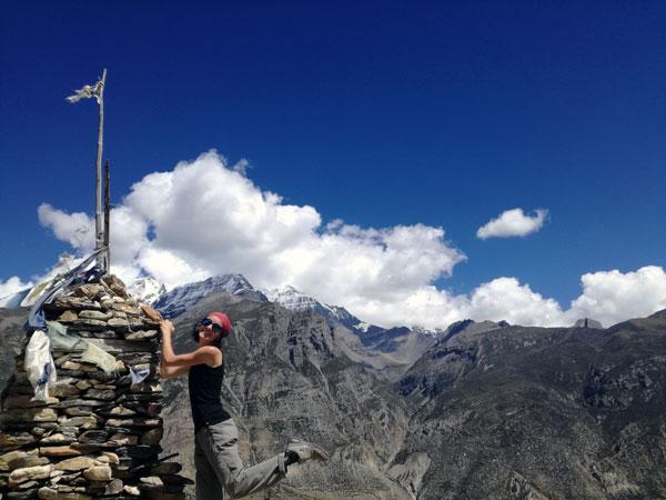 Le départ en tour du monde en solo d'Inès : son trek au Népal