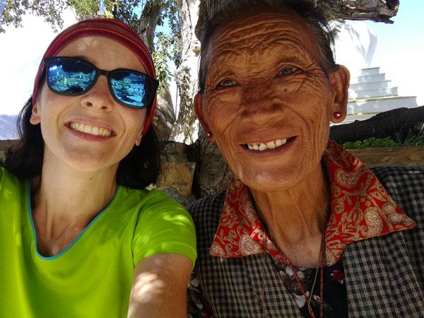 Le départ en tour du monde en solo d'Inès : rencontre au Népal