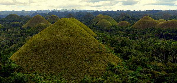 Les Chocolate Hills, sur Bohol, Philippines