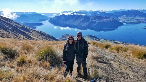 Anne et Yoni durant leur tour du monde ; ici en Nouvelle-Zélande