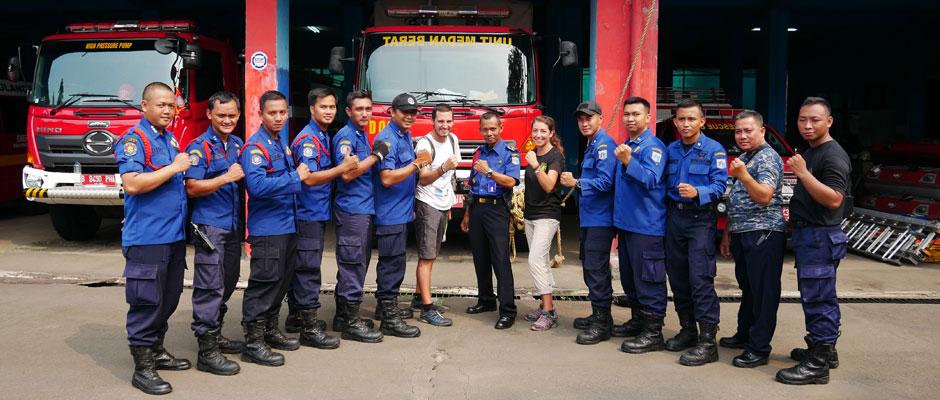 Interview voyageurs : Anne et Yoni et leur tour du monde des casernes de pompiers