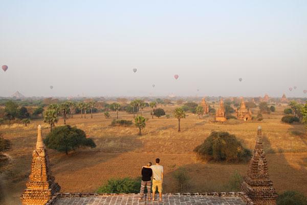 Interview voyageurs : Le voyage de noces autour du monde d'Elodie et Thomas ! Ici, en Birmanie