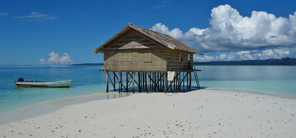 Plage de Raja Ampat (Papouasie occidentale)