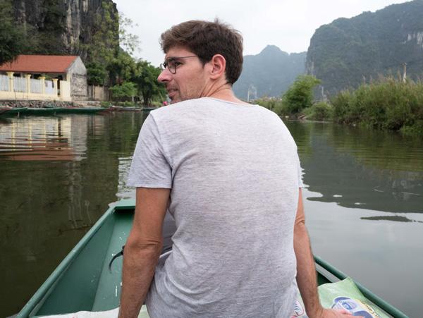 Guillaume voyage avec un handicap visuel : ici à dans la Baie d'Halong terrestre (Vietnam)
