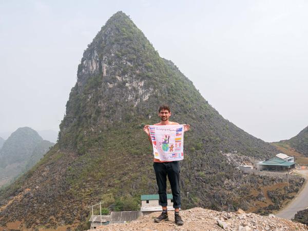 Guillaume voyage avec un handicap visuel : ici à Ha Giang (Vietnam)