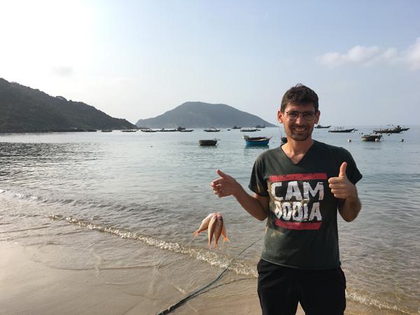 Guillaume voyage avec un handicap visuel : ici sur l'île de Cham (Vietnam)
